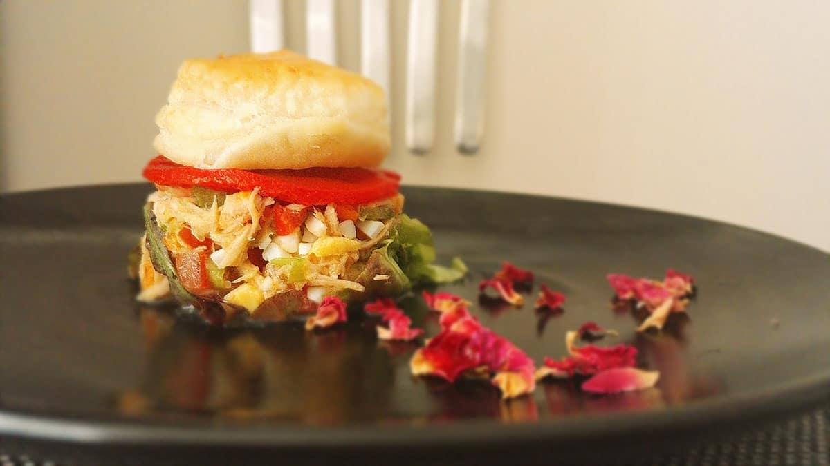 Tuna salad with pastry tapa