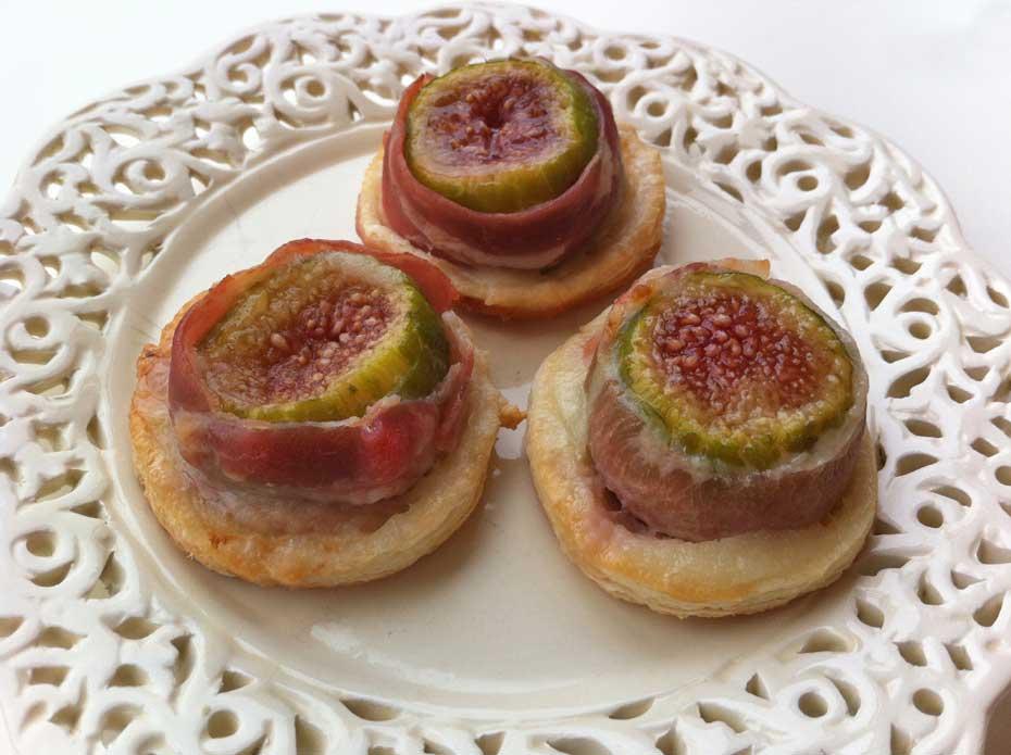 Fresh figs, bacon and sheep´s cheese tapa